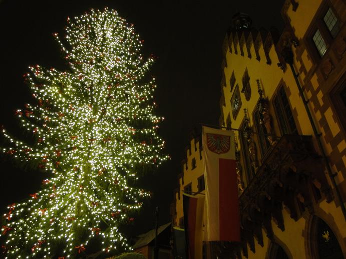 Frankfurter Weihnachtsmarkt 2011 mit Stadtgeläut und Nikolausbesuch